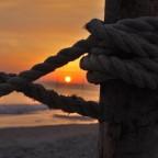 """Ich liebe Sonnenaufgänge und stehe im Urlaub gerne besonders früh auf.... Dieses Foto nenne ich :""""Durchblick"""""""